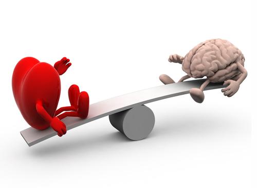 Эмоциональный интеллект — способность человека оперировать эмоциональной информацией, то есть той, которую мы получаем (или передаем) с помощью эмоций.